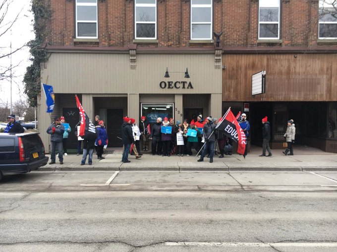 Schools with the @LKDSB & the @SCCDSB are closed today due to province-wide strike action by the four major teachers unions in #Ontario.  http://sydenhamcurrent.ca/2020/02/21/schools-closed-due-to-province-wide-strike-action/…pic.twitter.com/HVTfL0m3Sv