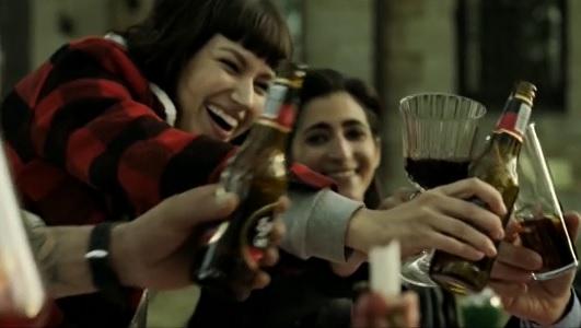 """La botella de Estrella Galicia que todos los 'fans' de """"La casa de papel"""" querrán tener http://dlvr.it/RQTMXppic.twitter.com/2DWGeqLOV6"""