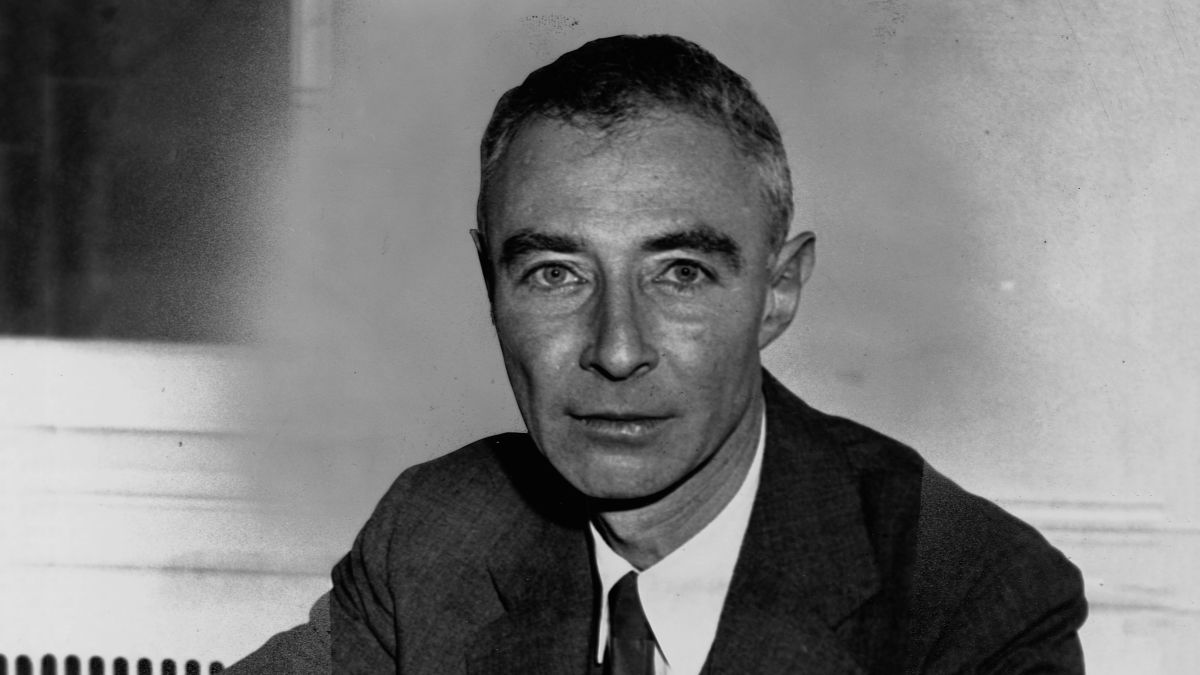 Newly Unearthed Journals Reveal J. Robert Oppenheimer Annoyed Trinity Test Researchers By Quoting 'Bhagavad Gita' Every Time They Did Anything  https:// trib.al/XLqmmrO     <br>http://pic.twitter.com/p5GIJgyosy