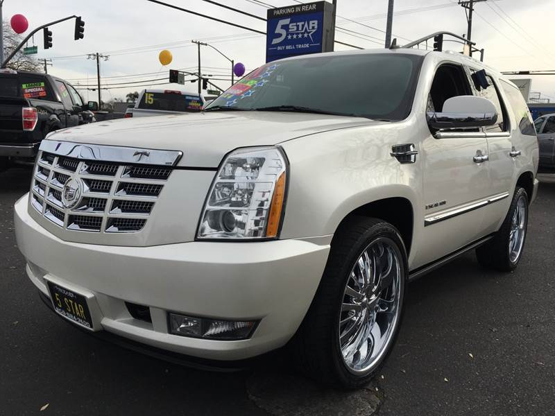 2010 CADILLAC ESCALADE PREMIUM . This car gets 13 city and 20 highway! Come and test drive this full sized SUV today! #carsales #cars #autosales  learn more: https://www.5starmodesto.com/details/used-2010-cadillac-escalade/61309572…pic.twitter.com/mMIeQovaEg