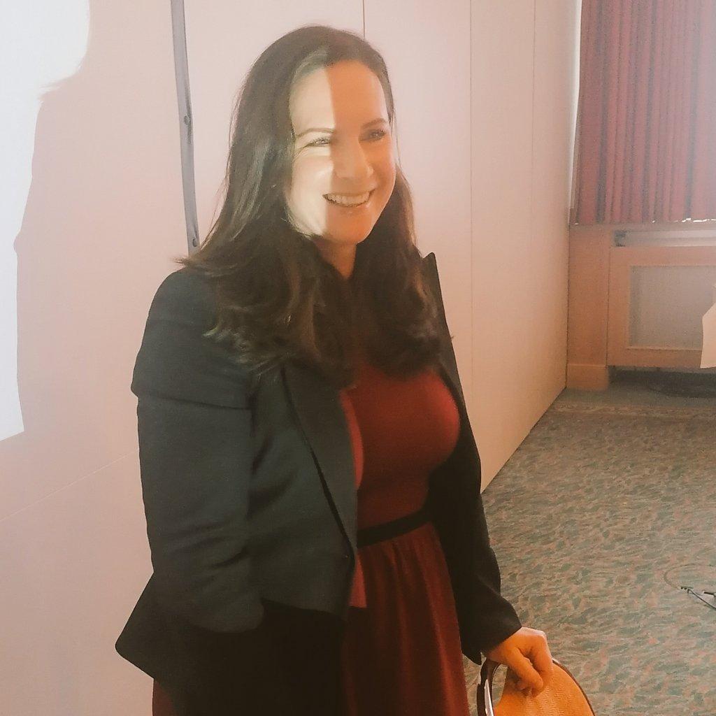 Sozialraumorientierung ist nur mit #Ehrenamt UND Hauptamt vorstellbar, so meine Kollegin Karolina Molter auf der Sitzung des Bundesausschusses Wohlfahrts- und Sozialarbeit des #DRK. #zukunftwohlfahrt #carekrise @roteskreuz_de @drklvwlpic.twitter.com/8mYnMJK4YC
