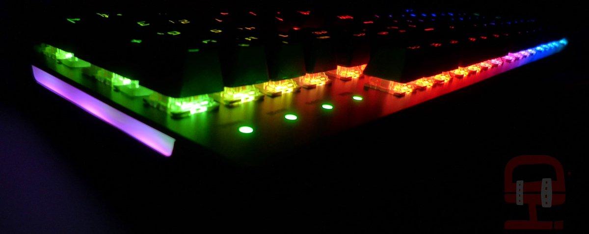 💜AIMK💜 Teclado mecánico RGB con software de control 🛒  39,90€ 💜 https://t.co/sAW1unISjd https://t.co/zq9tNiTK5i