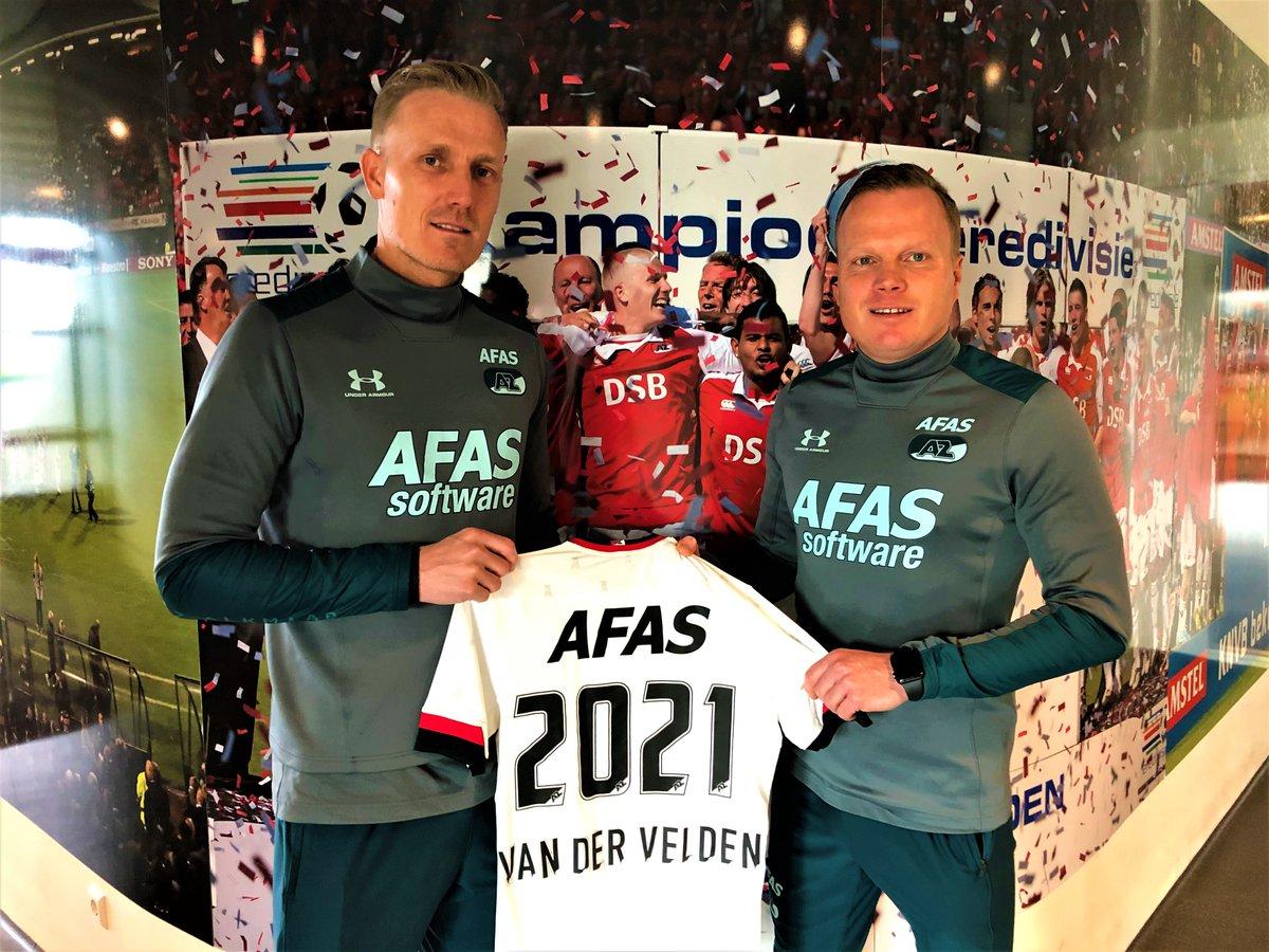 """Nick van der Velden = 🔙  📝 De oud-speler van AZ tekent zijn eerste contract als jeugdtrainer.  💬 """"Kan niet wachten om te beginnen.""""  ➡️ https://bit.ly/38QhmI2  #AZJeugd"""