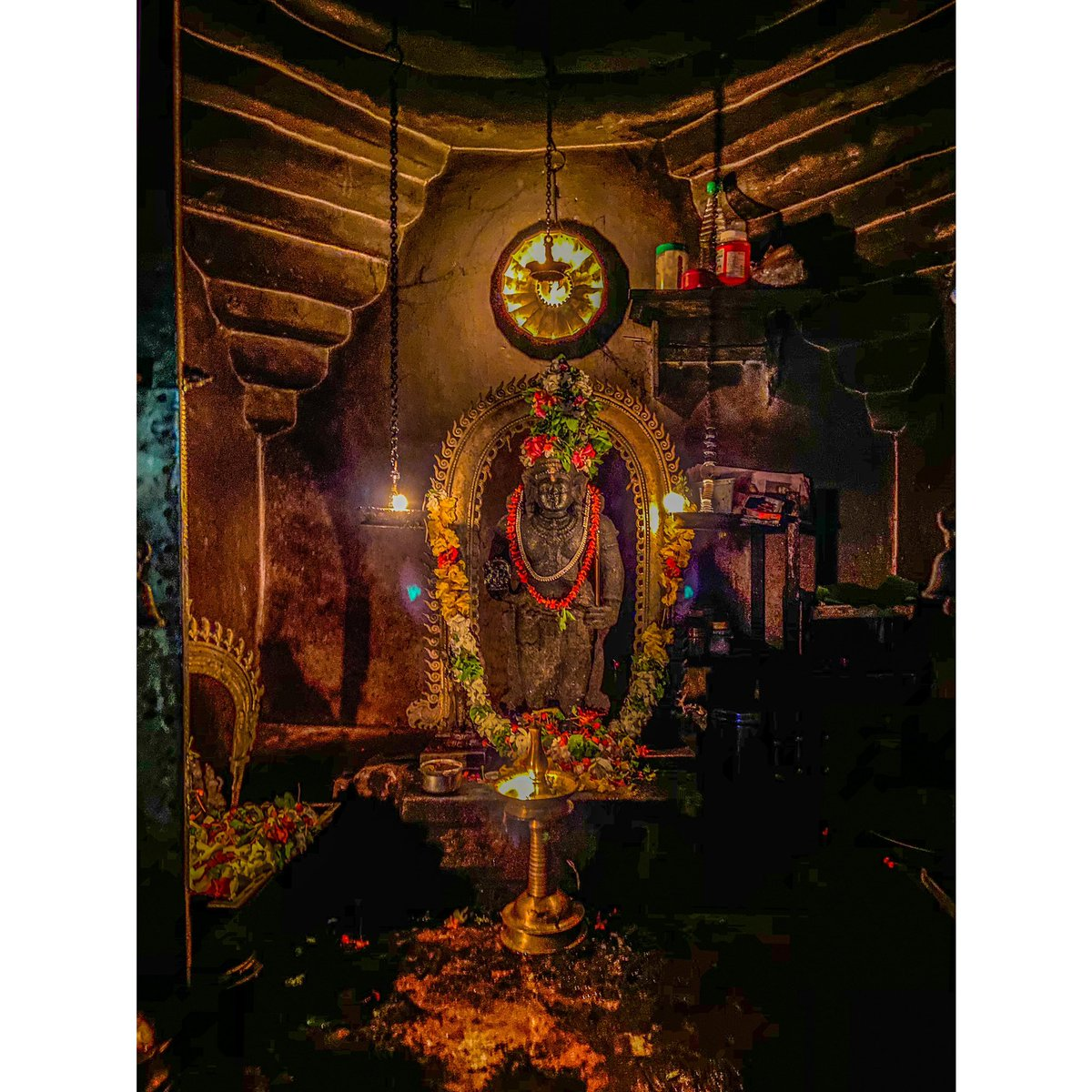 सर्वधर्मान्परित्यज्य मामेकं शरणं व्रज   अहं त्वां सर्वपापेभ्यो मोक्षयिष्यामि मा शुच:     A picture of the deity from my village temple in #thrissur #kerala  #keralagram  #hinduism #krsna #photographypic.twitter.com/ouPD4Cha5u – at Village Office, Vellangalloor