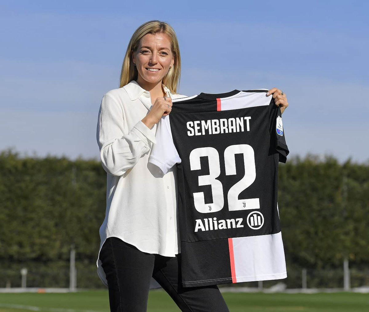 Juventus until 2021 ✍️⚪⚫ I'm happy and honored to have renewed my contract with @JuventusFCWomen 🔥  #finoallafine #LiveAhead #juventuswomen