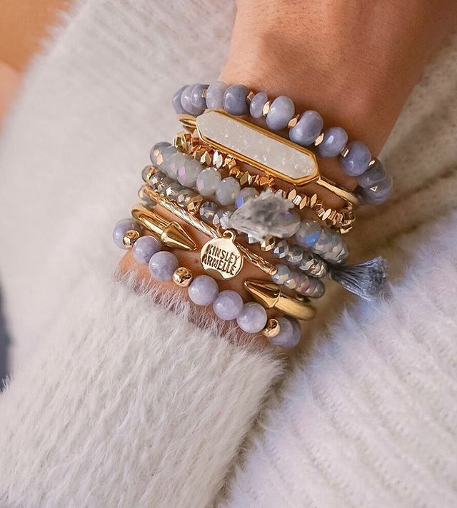 Here's a gorgeous stack to start off your Friday!  // spend $100 usd for FREE SHIPPING . . http://www.kinsleyarmelle.com . .  #kinsleyarmelle #druzy #ringset #ootd #agate #armcandy #lavabeads #jewelry #rings #stylediaries #bloggerstyle #essentialoil #heali… https://ift.tt/2HJIj41pic.twitter.com/PbYLMcpMrU