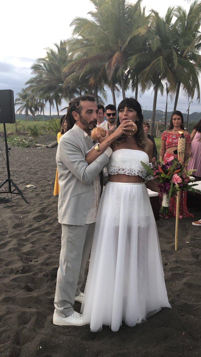 Mare, palme, piscina, musica, amici, famiglia e tanto amore. Viva gli sposi!Benvenuta in famiglia Silvia! #matrimonio #hermanos #family #friends #costarica pic.twitter.com/CINL7RLrgM