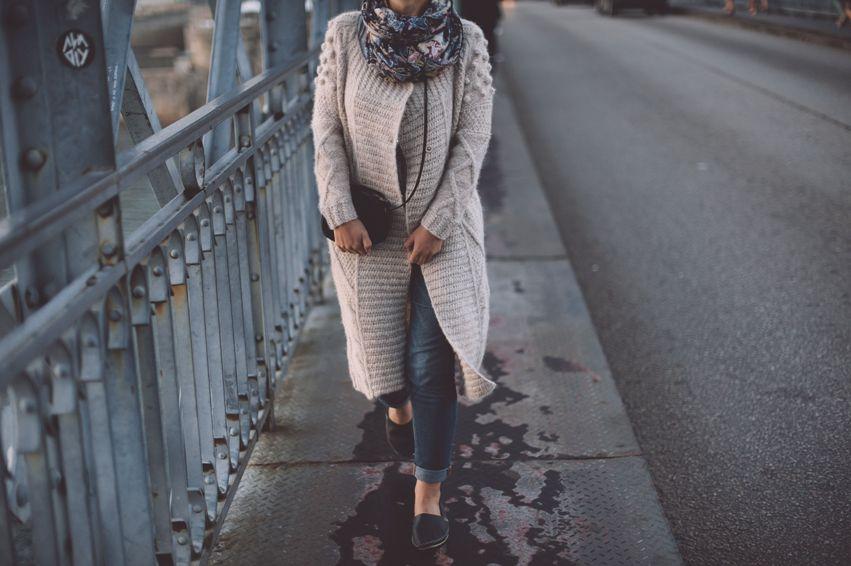 LeserLiebling 2019  Modetrend Strickjacken für den perfekten Auftritt - mit tollen Modellen mit Kapuze, Patches, Zopfmuster, Karo und noch einiges mehr https://lelife.de/2017/12/modetrend-strickjacken-fuer-den-perfekten-auftritt/…  #Modetrends #Fashiontrends #Mode #Fashion #Strickjacken #Strickmantel #Jacken #Mantel #Cardiganpic.twitter.com/mohBAF44Hl