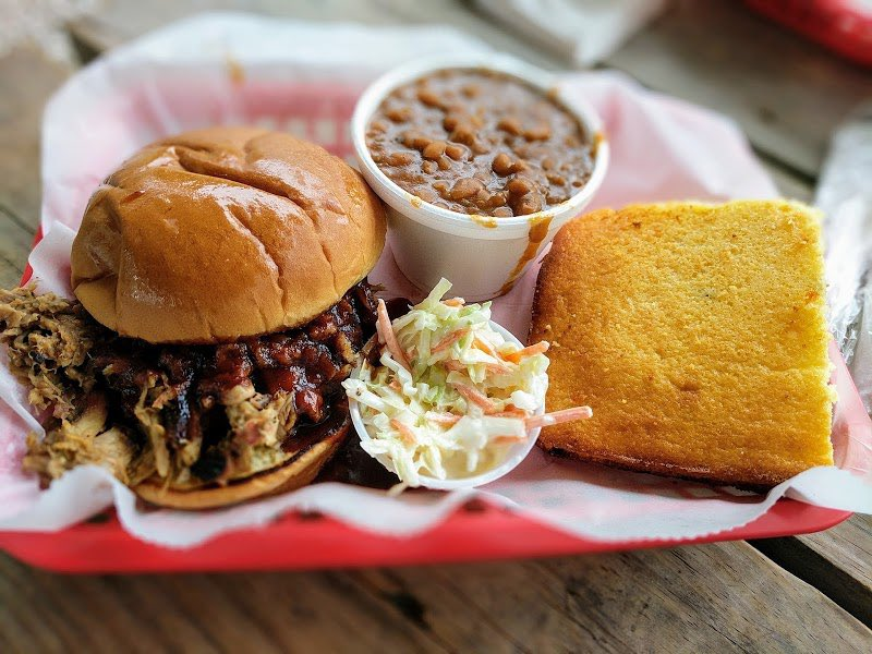 Happy Friday, Cincinnati!   Start your weekend off right with our classic pulled pork sandwich paired with two of your favorite sides. #BbqLife #CincyEats #FridayFuel pic.twitter.com/pqyAQIMS9P