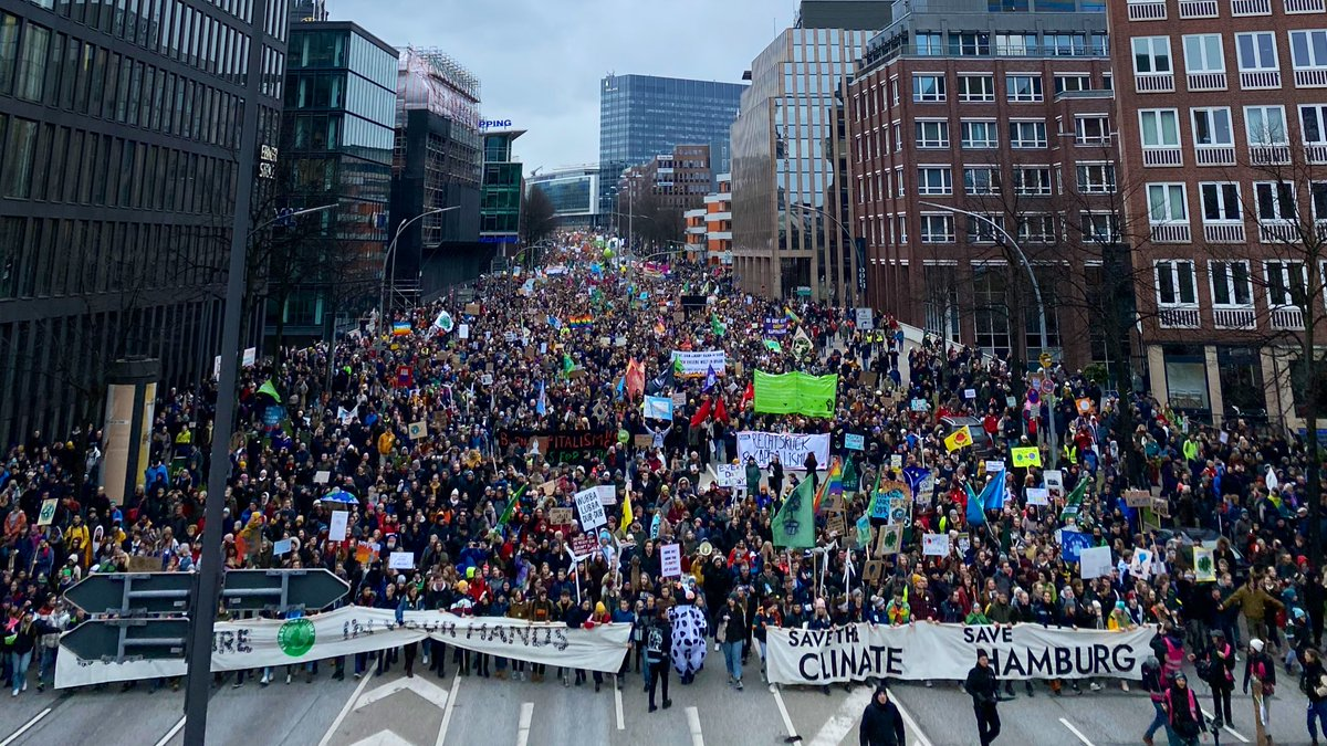 Who are we? FRIDAYS FOR FUTURE! 💚