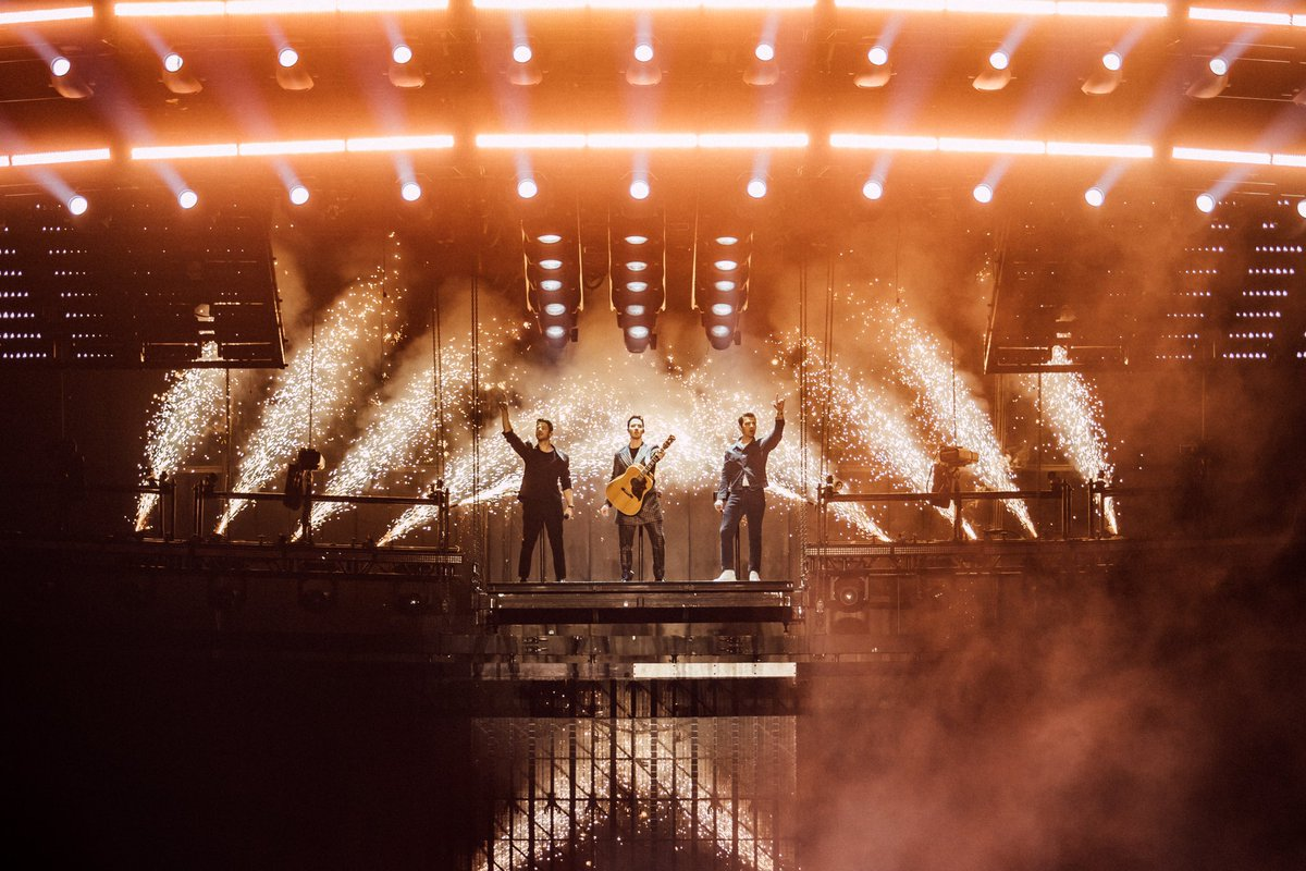 @jonasbrothers's photo on #happinessbeginstour