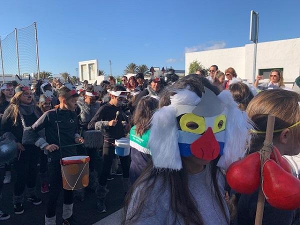 El #Carnaval llega a los colegios de #Teguise Puerto del Carmen y La Asomada-Mácher #lanzarote #puertodelcarmen @AytodeTias http://www.noticiasdelanzarote.com/municipios/tias/50599-el-carnaval-llega-a-los-colegios-de-tias-puerto-del-carmen-y-la-asomada-macher…pic.twitter.com/PlOcGgwwzJ