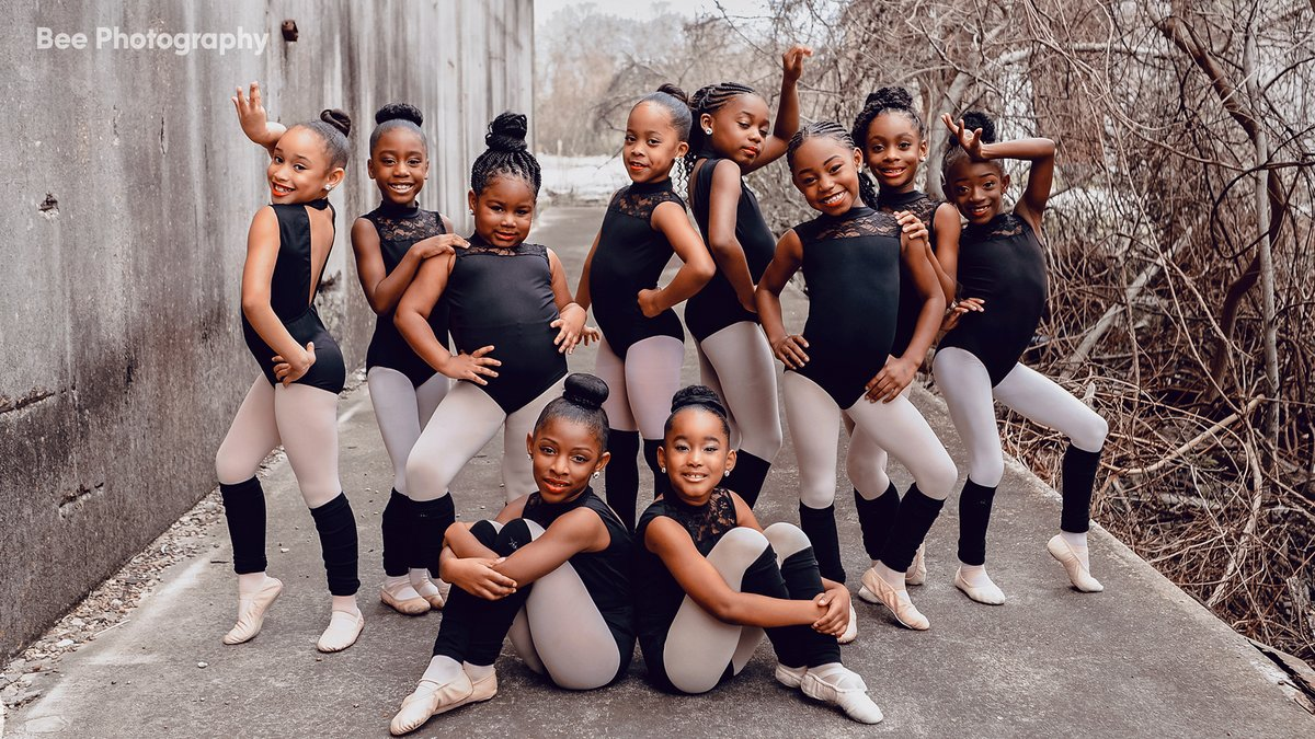 Beaumont ballerinas pose in honor of Black History Month, photo goes viral https://defendernetwork.com/news/beaumont-ballerinas-pose-in-honor-of-black-history-month-photo-goes-viral/…pic.twitter.com/M1c7OFg7n5