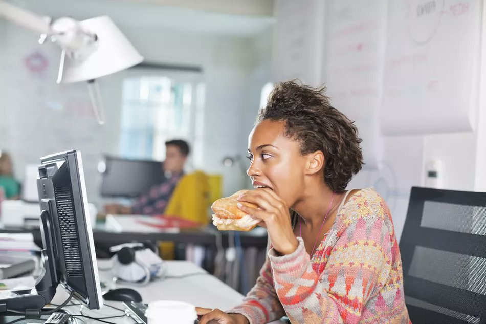 Taking homemade lunches to work can help you to spend less on food. #savemoney #lifestyle