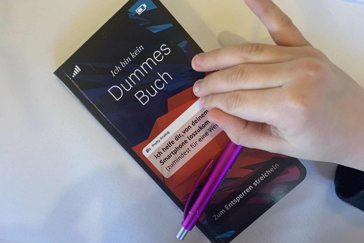 Das hier ist definitiv kein dummes Buch. Hier wird mit kreativen Ideen für eine technikfreie Zeit gesorgt. Und dabei ist es so schön handlich.  https://leipzigermama.de/ich-bin-kein-dummes-buch-von-ole-kretschmann-ksenija-sundejeva/… #Familienblogger #Mamablogger #Familienblog #Ratgeber #kreativbuchpic.twitter.com/xhQnaW4z1x