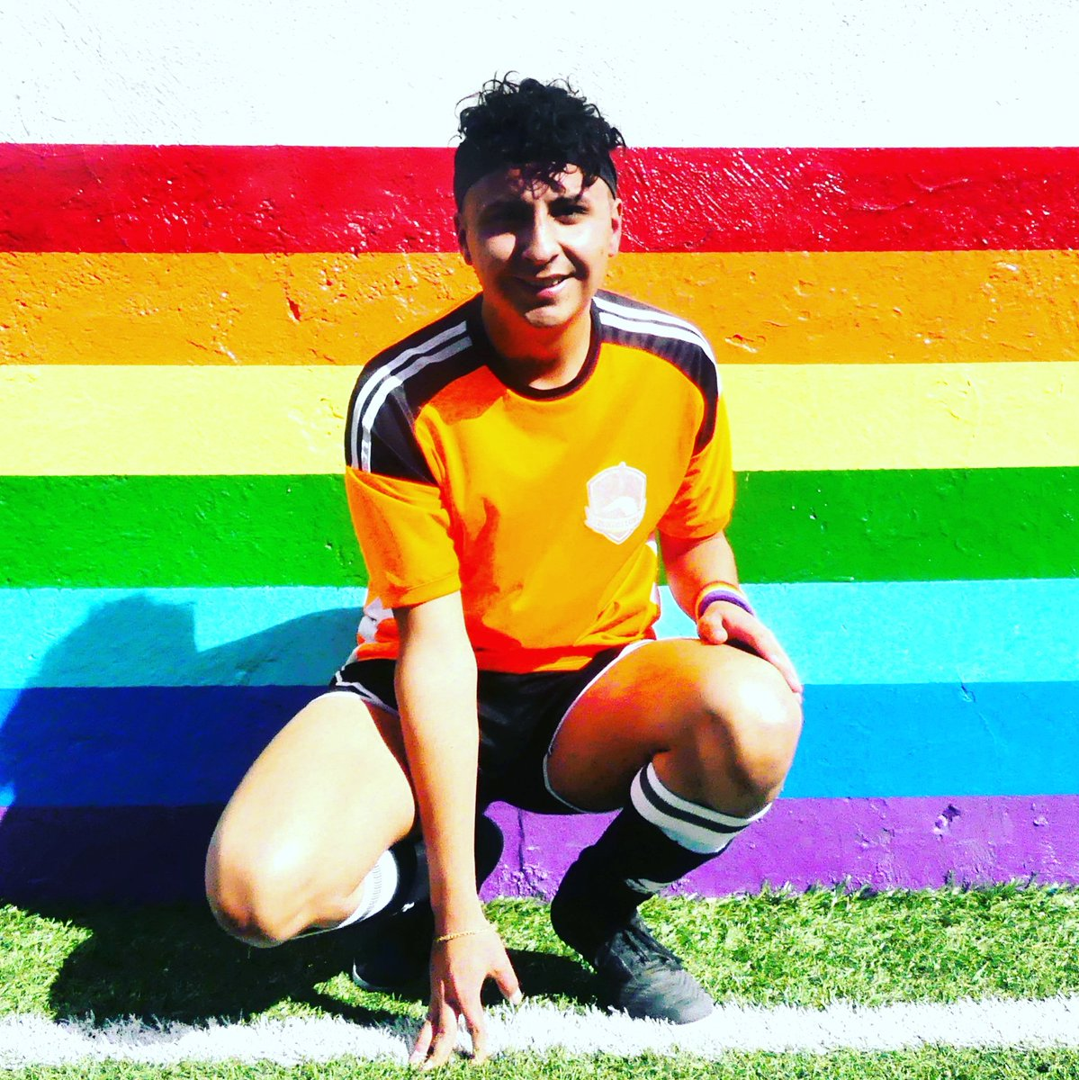Luis Posición: Medio / Defensa  Equipo: Zorros Dorados  #DeporteLGBT #LGBTSports #FutbolLGBT #ZorrosLGBT #OrgulloDeportivo #instagay #gaysports #gayfutbol #gayboy #futbolgaypic.twitter.com/Bissokk2lh