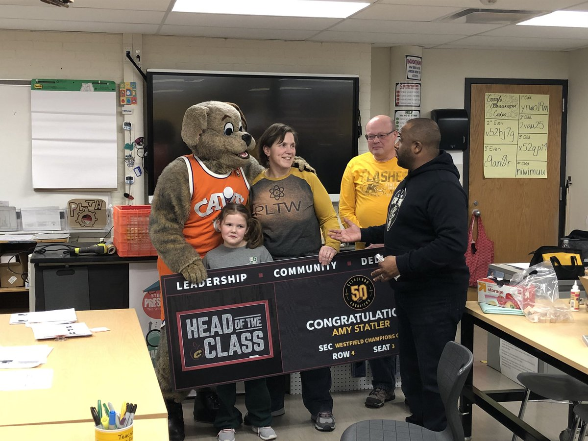 """Congrats to our amazing colleague and Tech Coach @amykraj Mrs. Statler for being recognized by the @cavs as a """"Head of the Class"""" educator @CHUHRoxMid @CHUHSchoolspic.twitter.com/w1dITcK9Li"""