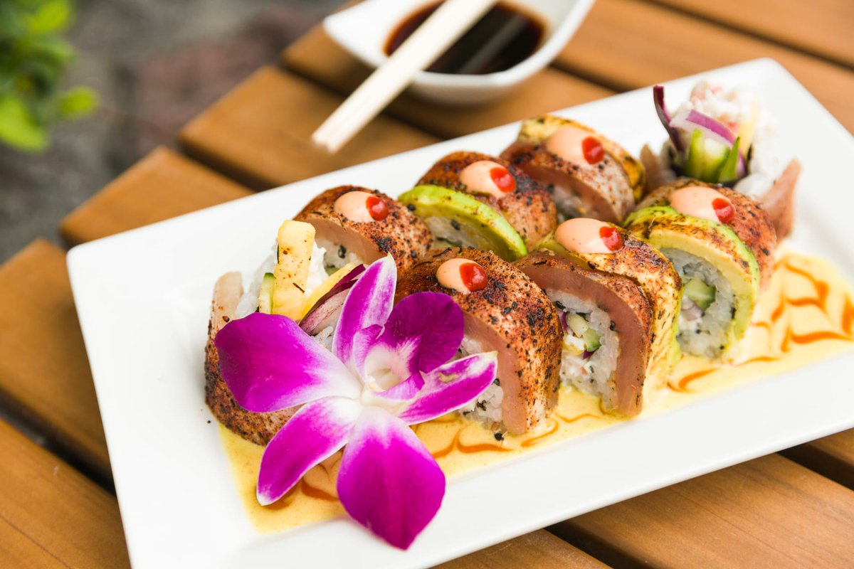 Try our latest featured item: Pineapple Express Albacore Roll!  Inside Fresh Crab, Pineapple, Cucumber, Red Onion. Topped with Blackened Albacore, Avocado, Mango Curry & Teriyaki Sauce https://www.ventikiloungeandlanai.com/items/pineapple-express-albacore-roll?location=ventiki&menu=food-menu…pic.twitter.com/6y5zWcYXxo