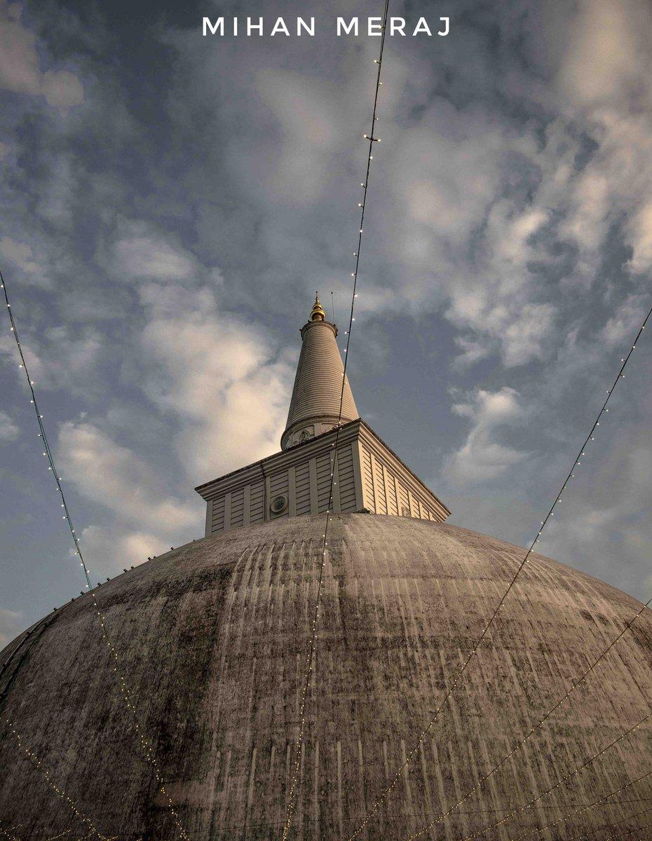 TheRuwanwelisayais astupaand a hemispherical structure containing relics, inSri Lanka, considered sacred to manyBuddhistsall over the world. #ruvanvalisaya #anuradapura #srilanka#mihanmeraj #doitnoonedidbymihan #doitnoonedid #canonphotography #photooftheday #pic.twitter.com/ZVxTWtWqVV