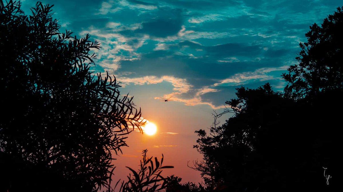 自然 Natural Naturel 내추럴 ナチュラル  #hongkong #camera #natural #sky #sunrise #saikung #colorcorrection #photoshop #canonphotography #eosm3pic.twitter.com/JygIj1bJzs