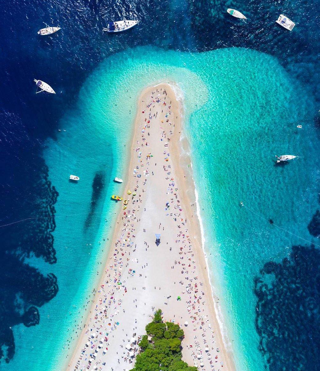 Golden Horn Beach #Croatia#CroatiaFullofLife #travel #showyourtravelpics #livingeurope #beach #sailboat #beachlife #aerial #overview #bluewater #relax #amazing #view #nature #island #islandlife #awesome #RT #wanderlustXL   scicnickpic.twitter.com/XmJwl0qUCj