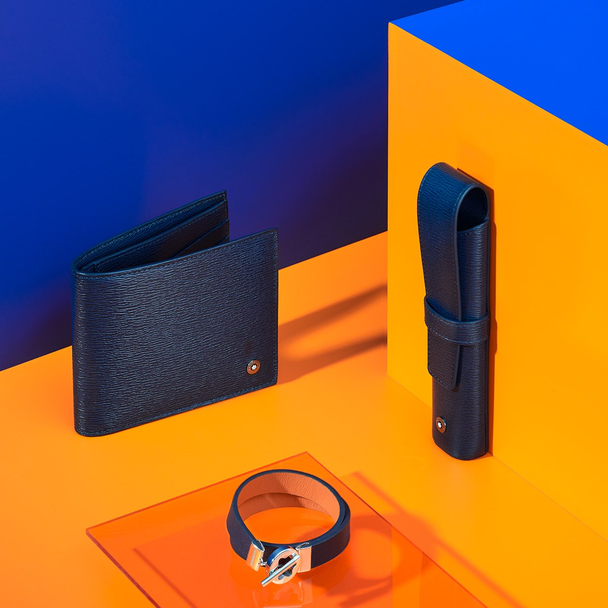 """""""There is no #blue without yellow and without orange."""" - Vincent Van Gogh  Create and enjoy the complementary contrasts of life's colours with the #4810 Westside collection in navy blue leather."""