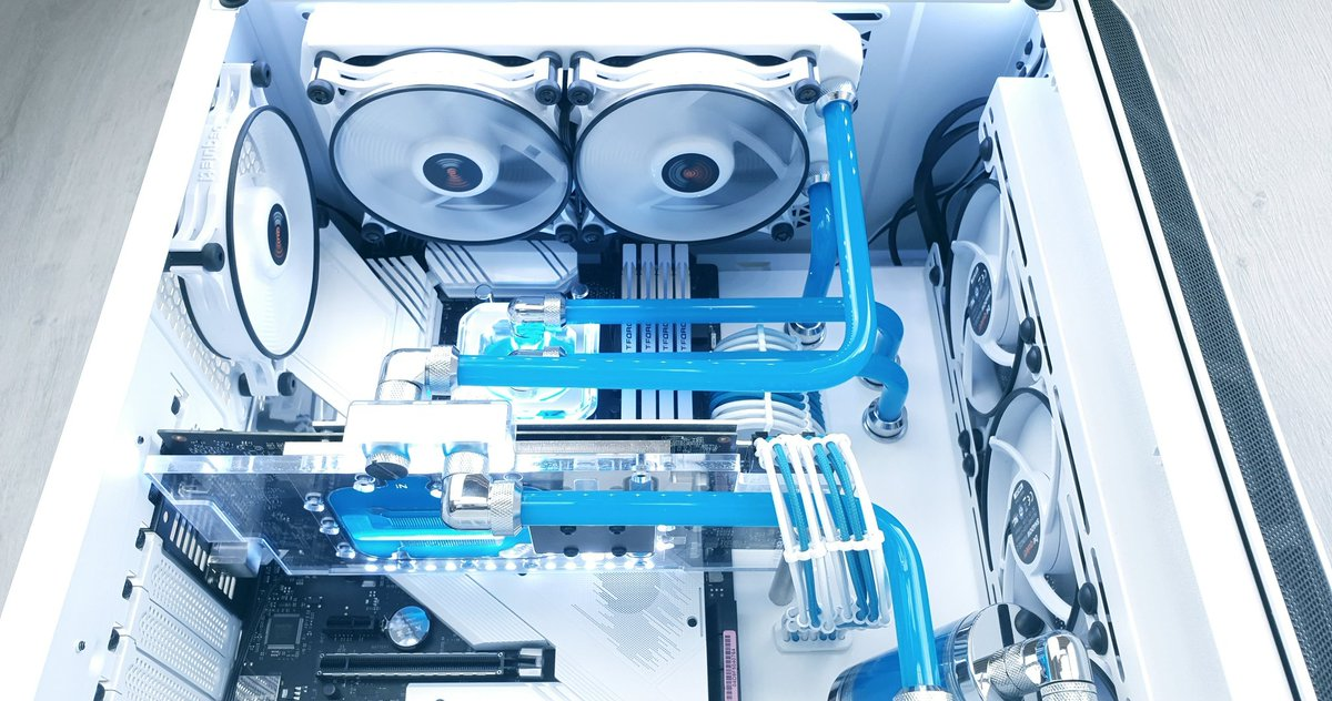 Can't get enough of that white and blue! . . #bequiet #customloop #purebase500 # white #blue #custompc #gamingpc #gamingrig #pcmr #frost