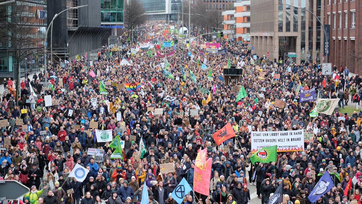 Manchmal sagen Bilder einfach mehr als Worte. Danke für diesen historischen Tag! ❤️ #HamburgWähltKlima #moin2102