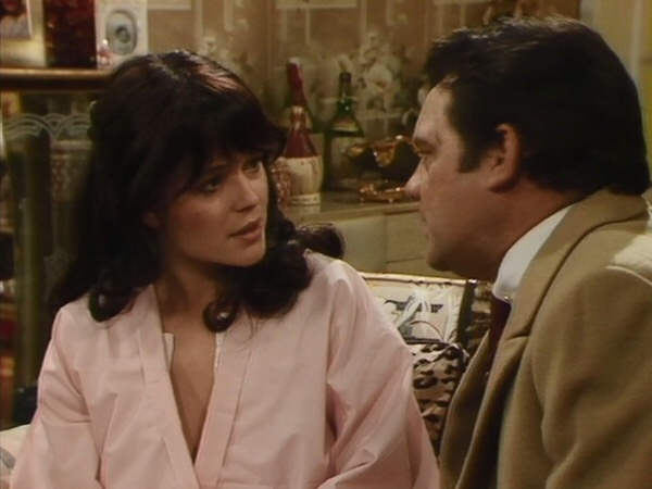 "1985 ""Only Fools & Horses"" episode ""Happy Returns"" broadcast @BBCOne @onlyfoolsbook David Jason & Diane Langton @BBCComedy @OnlyFoolsHQ @OnlyFoolsLines @OnlyFoolsNews @BritishComedy @BritComSociety @CultOfBritCom @NLyndhurstpic.twitter.com/VojYJBZEG1"