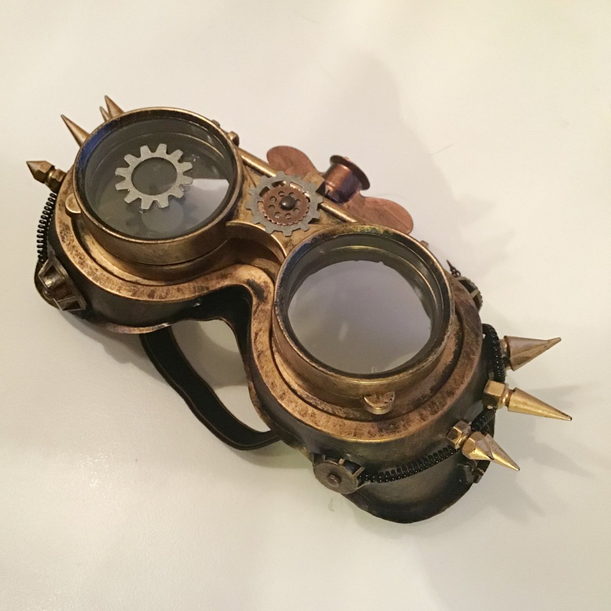 Book launch for The Guardians of Zoone is coming up, so I've decided I'll dress to theme and go as a portal pirate. Which means upping the #steampunk factor on these goggles!