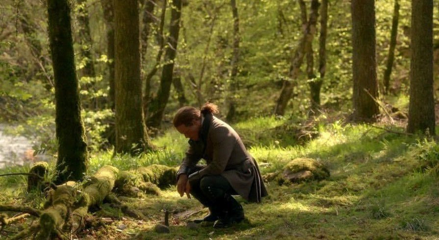 .Who cried like an insane baby needing their Momma when this scene took place? 🙋🏽♀️😭 @SamHeughan and #DuncanLacroix slayed this scene and made it one of the best between Jamie and his Godfather. #Outlander @Outlander_STARZ
