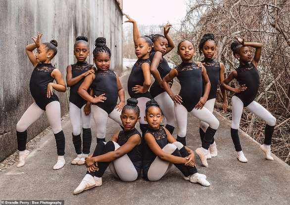 BEAUTIFUL! Young ballerinas from Texas pose together for an empowering photoshoot in honor of Black History Month.  https://www.msn.com/en-us/lifestyle/lifestyle-buzz/young-ballerinas-from-texas-pose-together-for-an-empowering-photoshoot-in-honor-of-black-history-month/ar-BB10aSH5?ocid=spartanntp…pic.twitter.com/GKUFv7thwC