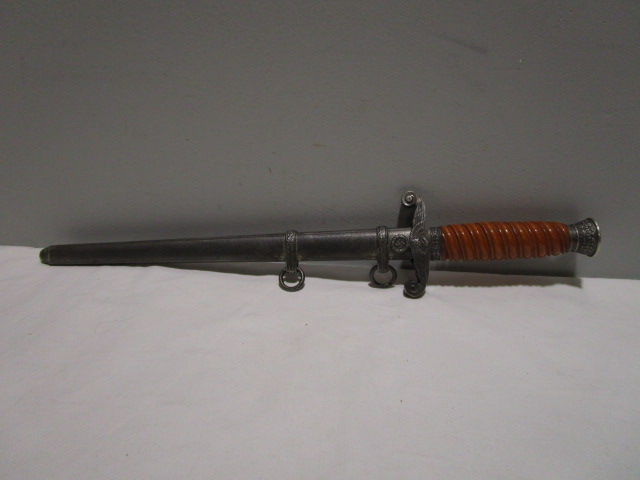 Our #military #onlineauction is off to a great start, and there's still time to get your bids in. Check out this amazing dagger from #WWII! http://ow.ly/OKer50yqJzfpic.twitter.com/NCMRjJD8Jn