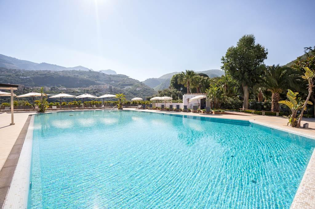 cheeky_trip: 😎FREE baggage & transfers😎  7 Nights Half Board at the 3⭐️ Grand Hotel Moon Valley in Sorrento from £269pp 👉👉👉   #SME #MondayMotivation #TuesdayThoughts #WednesdayWisdom #ThursdayMorning #FridayThoughts #SaturdayMo…