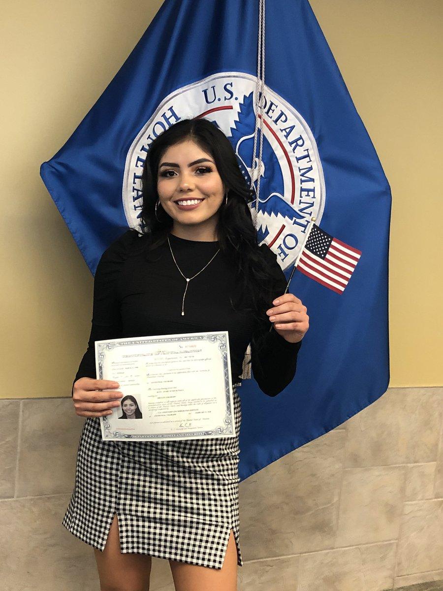 I just became a U.S. citizen!!! 🤩🙏🏼
