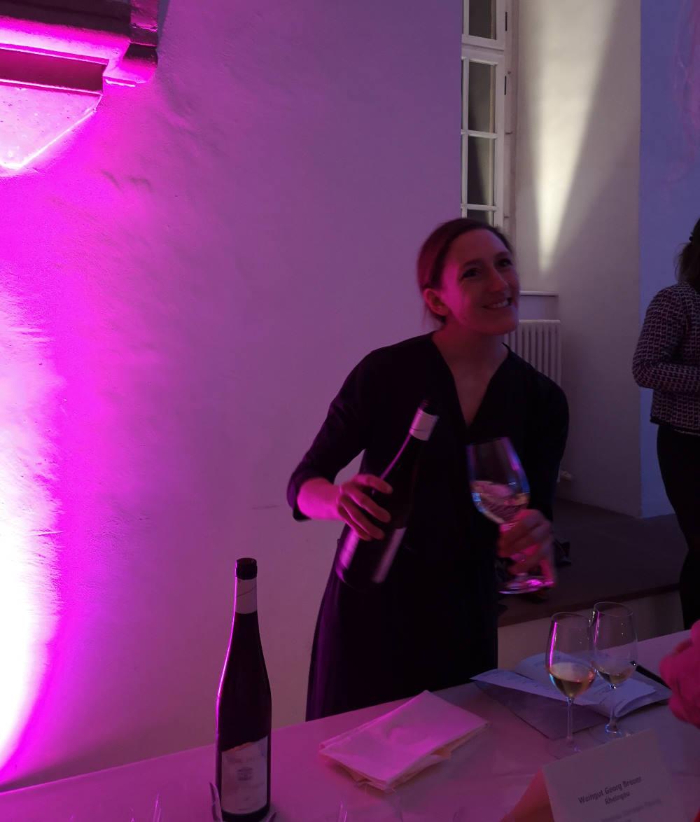 Apropos #RheingauGourmetFestival. Schön, gestern auch Theresa Breuer getroffen zu haben. Mein Interview mit ihr ist zwar schon Jahre her, doch sie ist einfach immer noch rundum sympathisch #weinweiblich #Rheingau #winelover https://www.farbenfreundin.de/weinweiblich-theresa-breuer/… @GermanyTourism @WineCapitalspic.twitter.com/IMhYFDPFsa