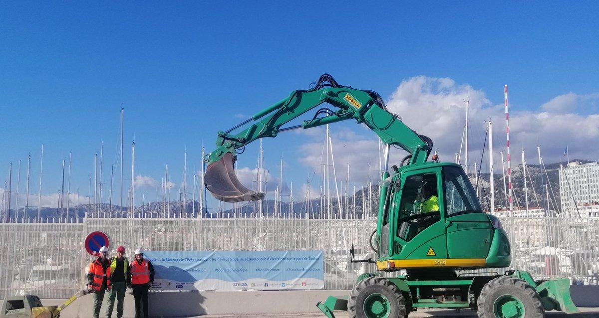 Les travaux @Enedis ont démarré pour l'électrification des navires  à quai sur le port de la rade de Toulon @CCIduVar @VilleDeToulon @metropoleTPM @Corsicaferries  #Escale0fumee #ZeroEmission #Planete pic.twitter.com/XmI2ivEMU5