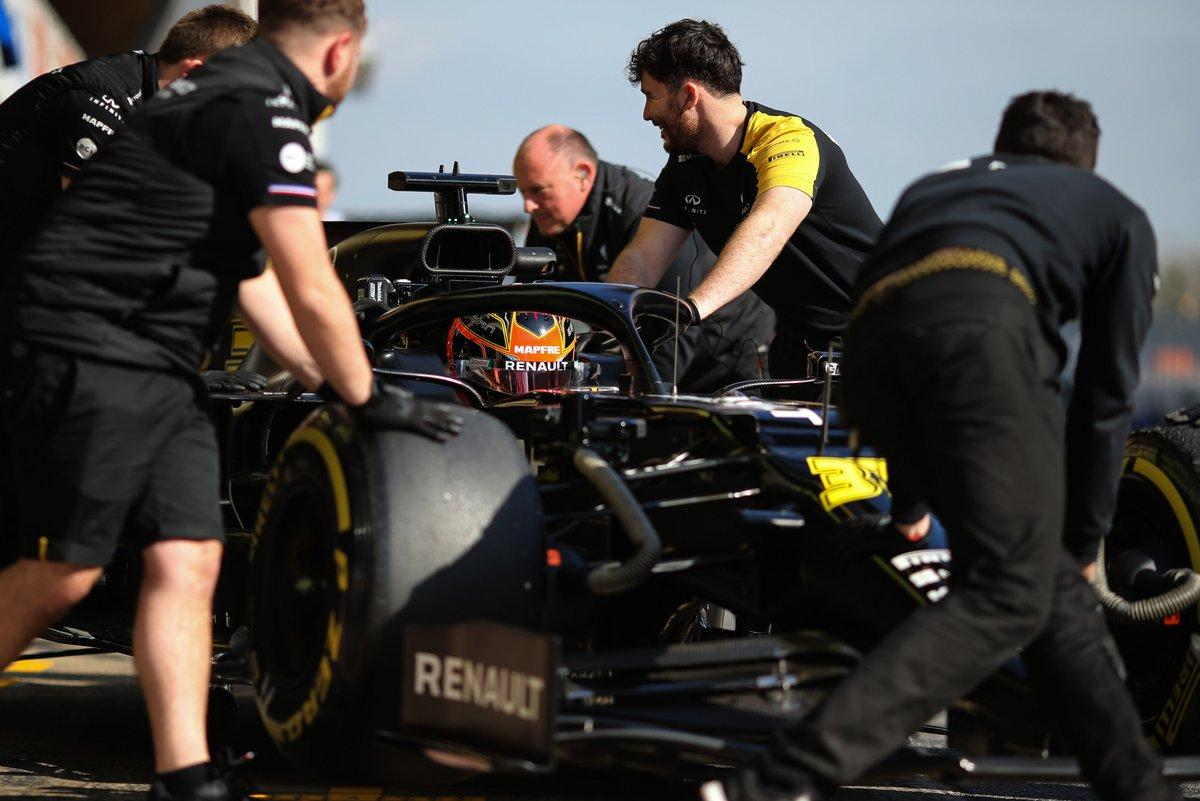 Sextou bonito com o superdesempenho do @OconEsteban hoje em Barcelona: o piloto da @RenaultF1Team foi o terceiro mais rápido do dia, atrás apenas dos dois carros da atual campeã. Semana que vem tem mais, entre os dias 26 e 28 de fevereiro. 😀 #RSspirit