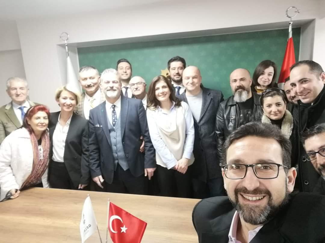 İl Başkanlığımızda hazırlıklarımız devam ediyor.. #İlkBuluşma #İlkÖzçekim #Selfie #İzmir #Gelecekİzmir #GelecekPartisiİzmir @Ahmet_Davutoglu @GelecekPartiTR @cem_kavur @TRGelecekMedya