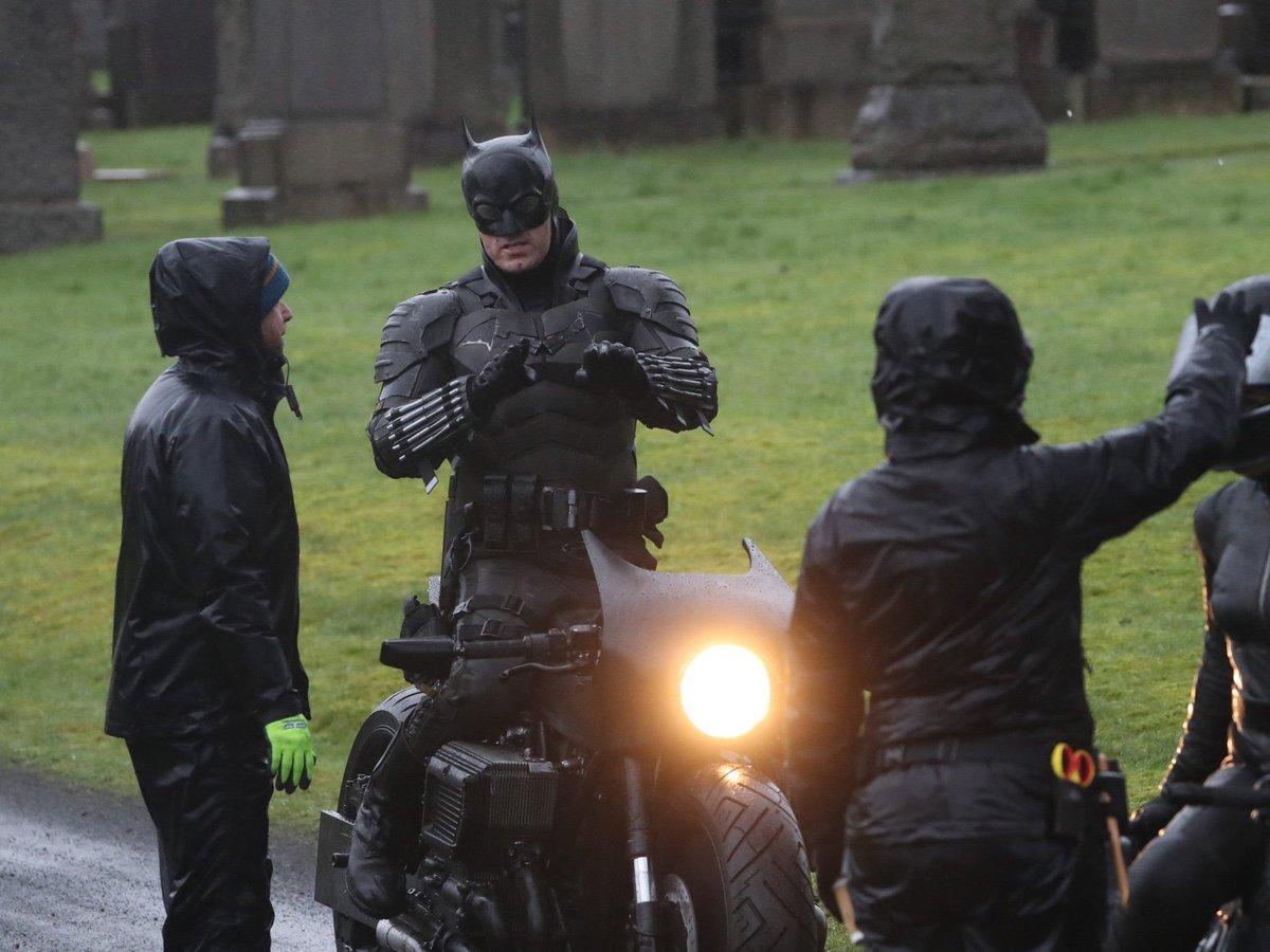 💣 Aquí vemos las primeras imágenes de #TheBatman y del doble de #RobertPattinson en un set en #Glasgow. 💣 🦇