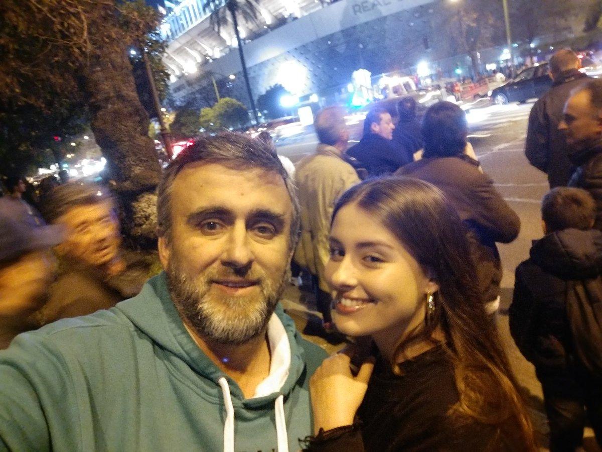 A un paso del #BenitoVillamarín #DePadresAHijos #BenditaLocura #EstamosLocosDeLaCabeza @RealBetispic.twitter.com/l63VADvNDB