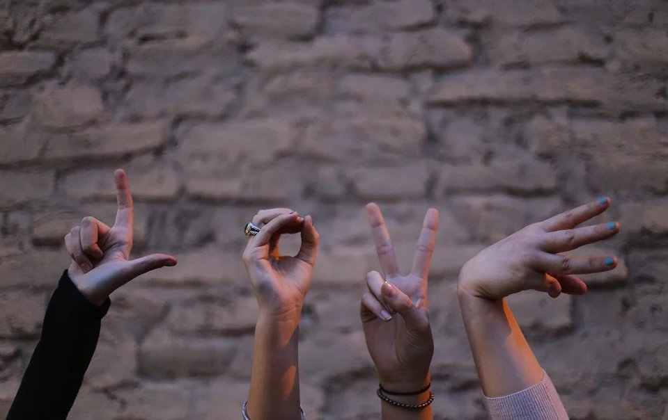 AUTHOR: StockSnap CONTACT:  FREE DOWNLOAD:   #Pixabay #Freestock #Stock #group #message #friends #fingers #signs #people #hands #artoftheday #photooftheday #photography #instaoftheday