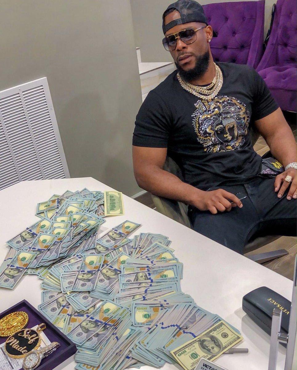 @Iam_IkeOnyema The real gangster 😂  #BBNAIJA