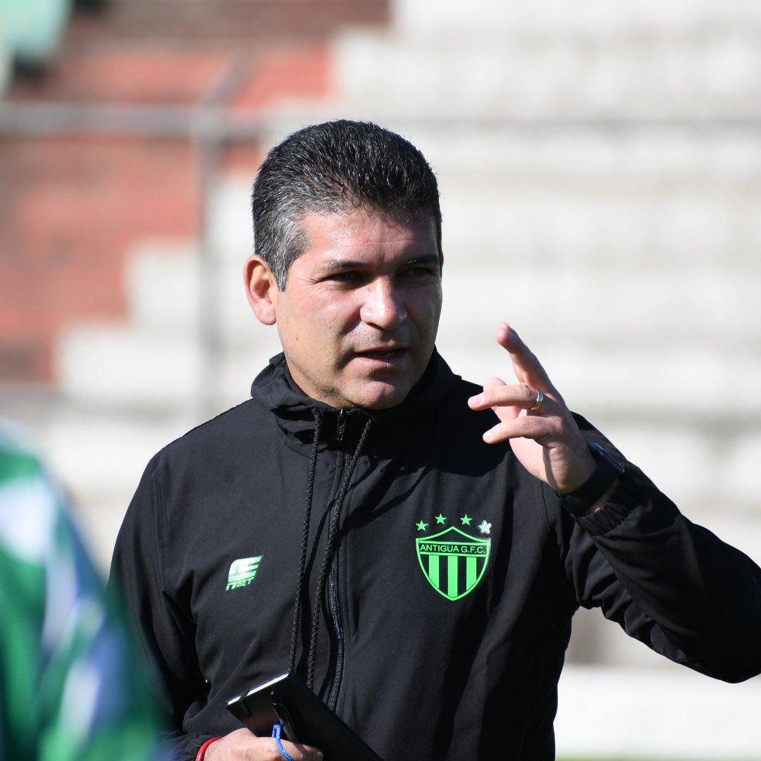 ¡El profe! #SoyAntiguaGFC #Clausura2020 #Antiguapic.twitter.com/XGkdZSeFBH