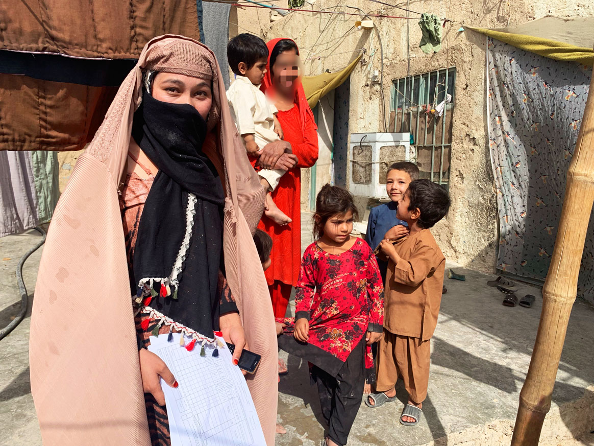 Breaking gender barriers & vaccinating children against polio are all in a days work for Anis, a @UNICEF  polio eradication officer in Afghanistan.  From dawn to dusk, Anis leads her 56-member team to #EndPolio  in their community.📷