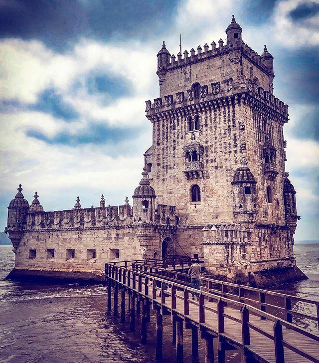 The exit of explorers  #portugal #lisboa  #backpacking #wanderlust #mytrips #myphotos #tbt #lisbon #architecture #travellife #travelstagram #travelgram #travels #mytravels #instatravel #instacool #instatraveling #pictureoftheday #followforfollow #ff #fol…