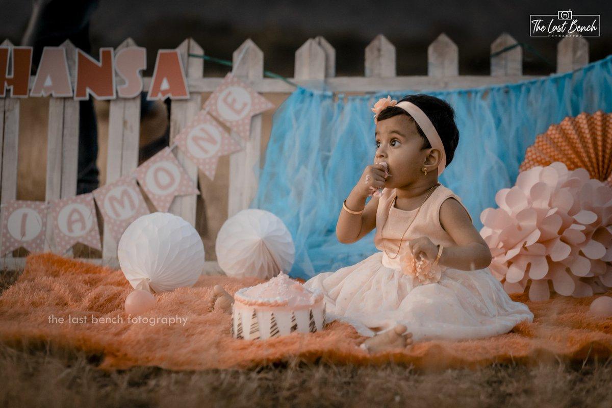 #Baby #Hansaa_Nourin  #Cake_Smash  For booking call : +91 7418582616  Mail us : thelastbenchfotography@gmail.com  #The_Last_Bench_Fotography  #birthdayshoots #birthdaygirl #birthdaycake #birthdayparty #cakesmashphotography #cakesmash #firstbirthdayparty #littleprincess #babydollpic.twitter.com/jnNiZOOUZo