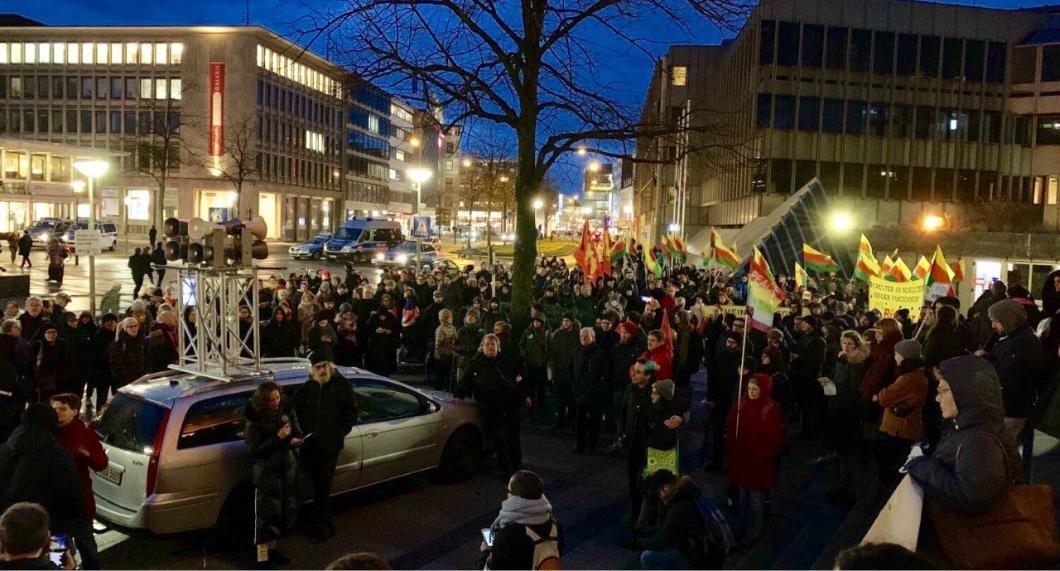 Hanau katliamı Bielefeld'de lanetlendi https://kizilbayrak45.net/ana-sayfa/haber/dunya/hanau-katliami-bielefeldde-lanetlendi…pic.twitter.com/kQZzmZCniH
