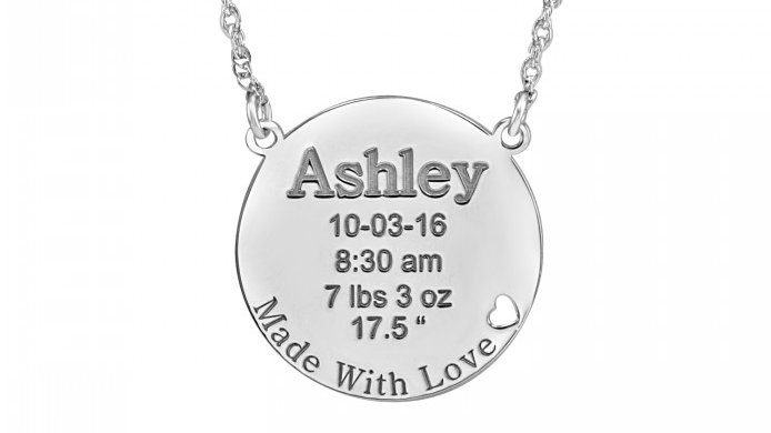 👶🐣The Made with Love necklace is the perfect way to celebrate the birth of a new child! Say congratulations, good luck, and cherish the memories! 🍼🎊 Made With Love 22mm #TGIF #newborn #baby #momlife #alisonandivy