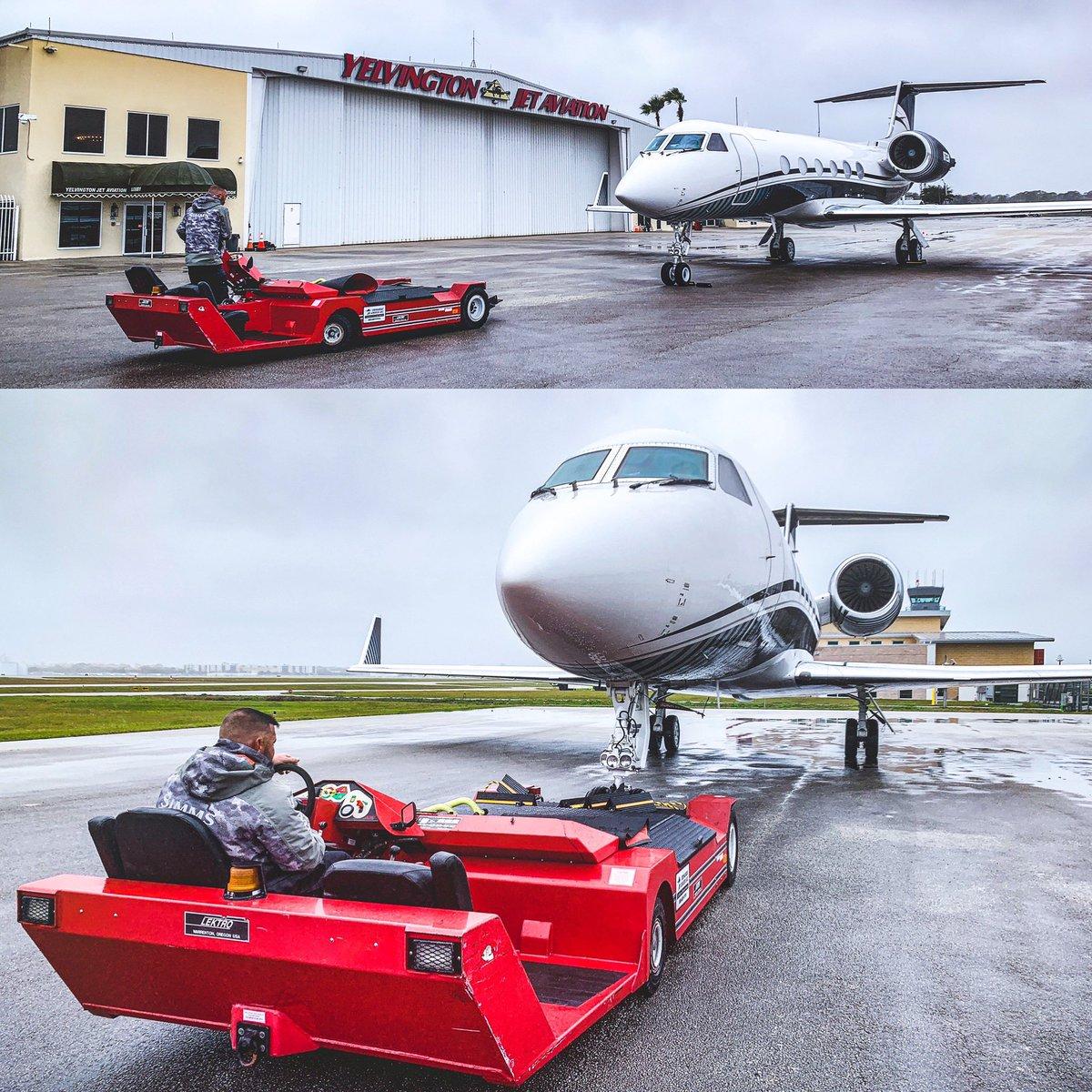 Yesterday 80°, today 50° and Russ loves it 🥶😁 crazy weather! . #yelvingtonjetaviation #Jet #Planes #DaytonaBeach  #daytonabeachinternationalairport #CustomerService #Aviation #kdab #avgeek #avgeeks #FBO #gulfstream #gulfstream450 #FiveStarService #privateairterminal